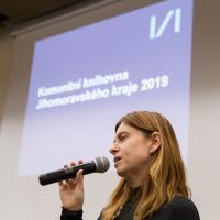 Mgr. Adéla Dilhofová, moderátorka akce, vedoucí Odboru knihovnictví