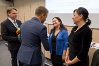 Ing. Tomáš Soukal gratuluje Bc. Haně Kolegarové, vedoucí Obecní knihovny Vedrovice, vpravo paní Anna Snášelová