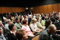hosté i veřejnost v konferenčním sále MZK v Brně