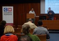 V diskuzi doplňoval Tomáše Dvořáka rovněž odborník na danou problematiku historik Adrian von Arburg.