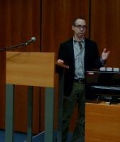 Benjamin Frommer z Northwestern University v Chicagu přednáší o smíšených manželstvích v době nacistické okupace a po osvobození.