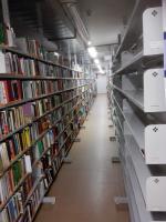 Netradiční procházka knihovnou