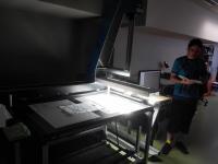 Návštěva v oddělení digitalizace, skener pro formát A0, odborný výklad Mgr. Zdeněk Hruška