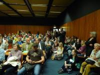 O přednášku byl velký zájem ze strany veřejnosti.