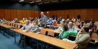 """Diskusi moderoval Adrian von Arburg a k tématu """"role pamětníků"""" se vyjadřovalo publikum."""